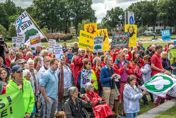 500 mensen protesteerden tegen de plannen van Lelystad Airport.