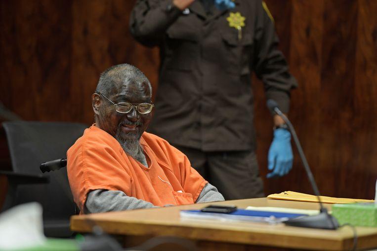 Op de een of andere manier was Mark Char (61) in de gevangenis aan een zwarte stift geraakt, die gebruikte hij over zijn hele gezicht. Gevangenispersoneel had hem nog proberen te overtuigen het eraf te wassen voor hij naar de rechtbank werd gevoerd, maar de beklaagde weigerde.