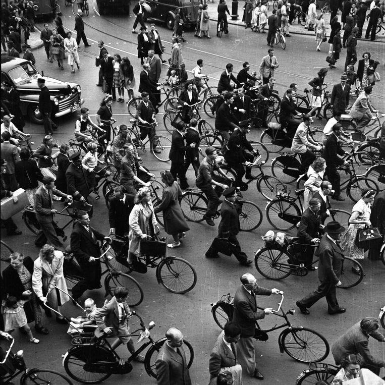 Amsterdams straatbeeld in 1950 Beeld Maria Austria/MAI