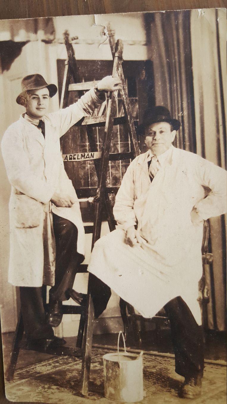 Gerrit Abelman (L) en zijn vader Johan. Zijn ouders lieten Gerrit in de oorlog opnemen nadat hij in een depressie was beland. Beeld rechtenvrij