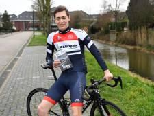 Sven (17) schrijft filosofisch boekje over zijn wielerleven: 'Ik wil niet volledig afhankelijk zijn van de fiets'