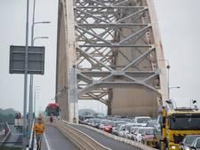 Ritje over Waalbrug kost half uur extra, verkeersdrukte rond Nijmegen