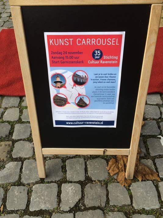 De Stichting Cultuur Ravenstein stortte de liefhebbers van de ene in de andere verrassing tijdens een wandelcarrousel over de stadskeien.