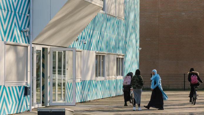Het Cornelius Haga Lyceum, een islamitische middelbare school in Amsterdam.