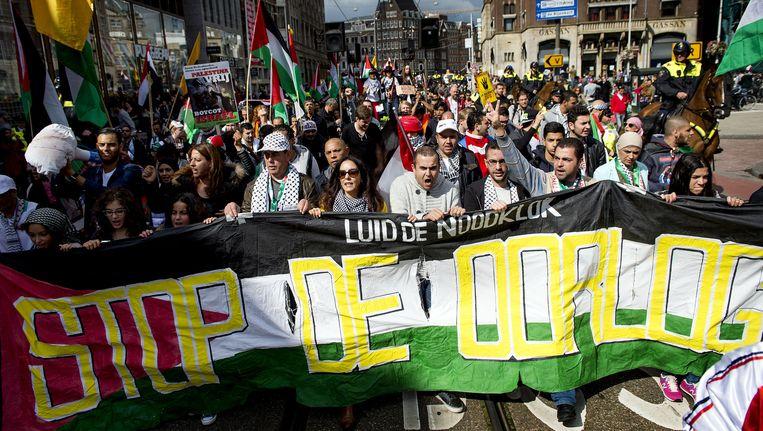 Deelnemers aan de pro-Palestina-demonstratie in Amsterdam. Beeld anp