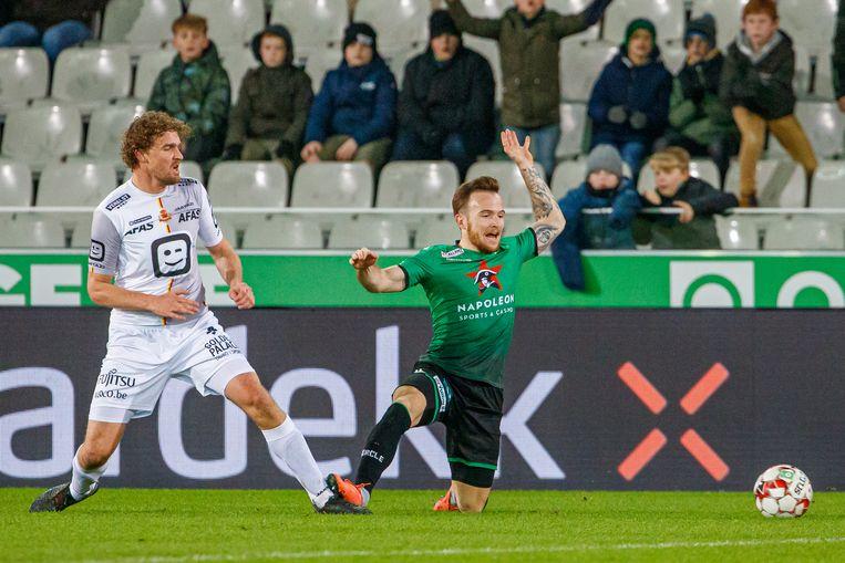 Arjan Swinkels (l.) ging bij twee tegendoelpunten in de fout.
