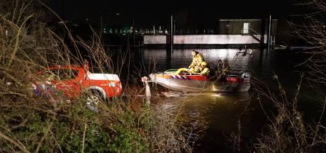 Zoektocht met boot en helikopter naar mogelijke drenkeling op IJssel bij Zutphen
