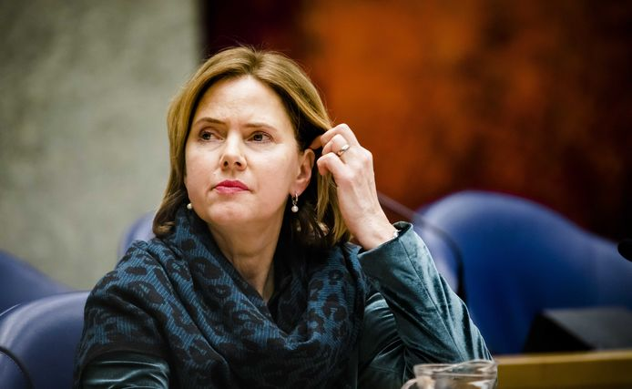Minister Cora van Nieuwenhuizen van Infrastructuur en Waterstaat (VVD) tijdens een debat in de Tweede Kamer over de luchtvaart.