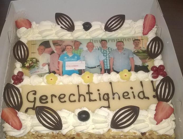 Met een taart werd de uitspraak van het gerechtshof inzake de Aujeszky-rente gevierd.