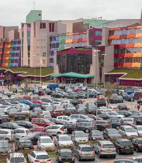 Dit ben jij kwijt aan parkeren bij jouw ziekenhuis, bezoekers en patiënten betalen zich soms blauw