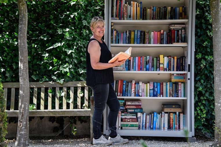 Veerle Roosendans nodigt iedereen uit in haar boekenkast.