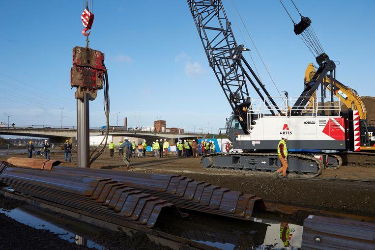 De werken aan de Gabriël Theunisbrug – de brug van het Sportpaleis in de volksmond - zijn officieel op gang getrapt. Sinds begin dit jaar vinden er al voorbereidende werken plaats.