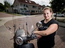 Vriezenveense wordt van scooter gereden, bestuurder rijdt door: 'Walgelijk'