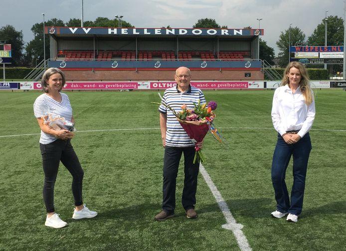Frans Krukkert kwam met zijn dochters naar het sportpark in Hellendoorn vanwege zijn 70-jarig lidmaatschap van vv Hellendoorn.