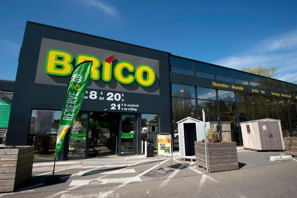 Brico start met de verkoop en verhuur van zonnepanelen.