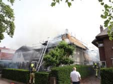 Grote schade aan woning in Tiel door brand in rieten kap