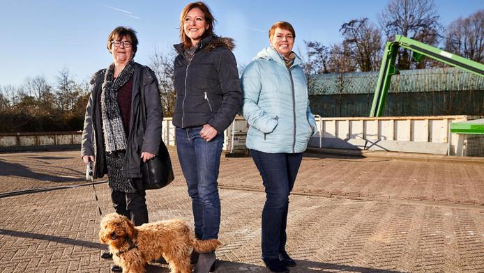 Hannie van der Wel, Annemarie Bliek en Sandra van Heijst (vlnr) deden mee met de uitdaging van Ridderkerk, Barendrecht en Albrandswaard om honderd dagen zo min mogelijk afval te produceren.