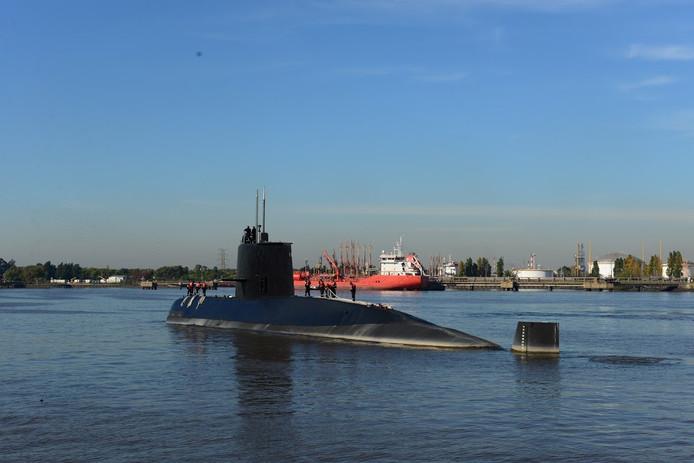 Een storm bemoeilijkt vandaag de zoektocht naar een onderzeeër die sinds woensdag wordt vermist in het zuiden van de Atlantische Oceaan.
