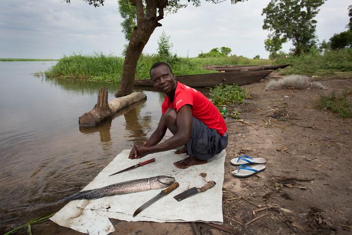 Oxfam voorzag met Giro555 geld in Jonglei 1500 mensen van visgerei waarmee ze in hun eigen levensonderhoud en dat van hun familie kunnen voorzien.
