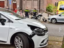 Motorrijder gewond na botsing met auto op kruising in Tilburg