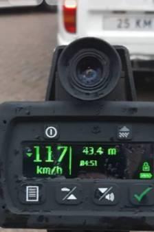 Zijn wagen mag maximaal 25 km per uur, maar kon bijna 5 keer zo hard: politie neemt boel in beslag bij Elburg
