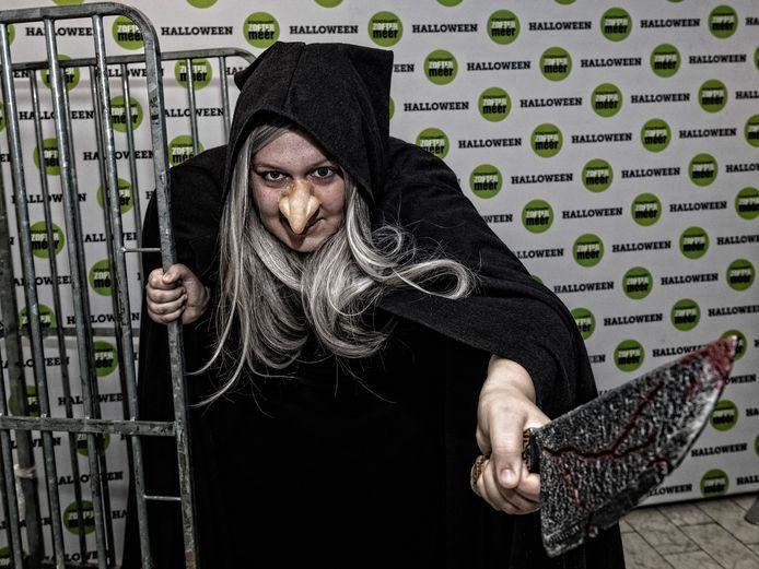 Claudia Wolters is acteur en deed afgelopen weekend mee aan de Halloween Walk in Zoetermeer.