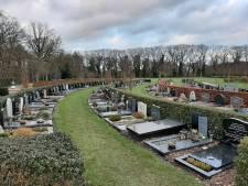 Hellendoorners strooien as van overledenen liever zelf uit, want dat scheelt 1230 euro: 'Een heel extreem bedrag'