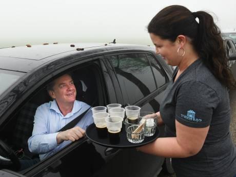 Gratis koffie bij de veerpont voor door zwaar ongeluk op A2 gestrande automobilisten