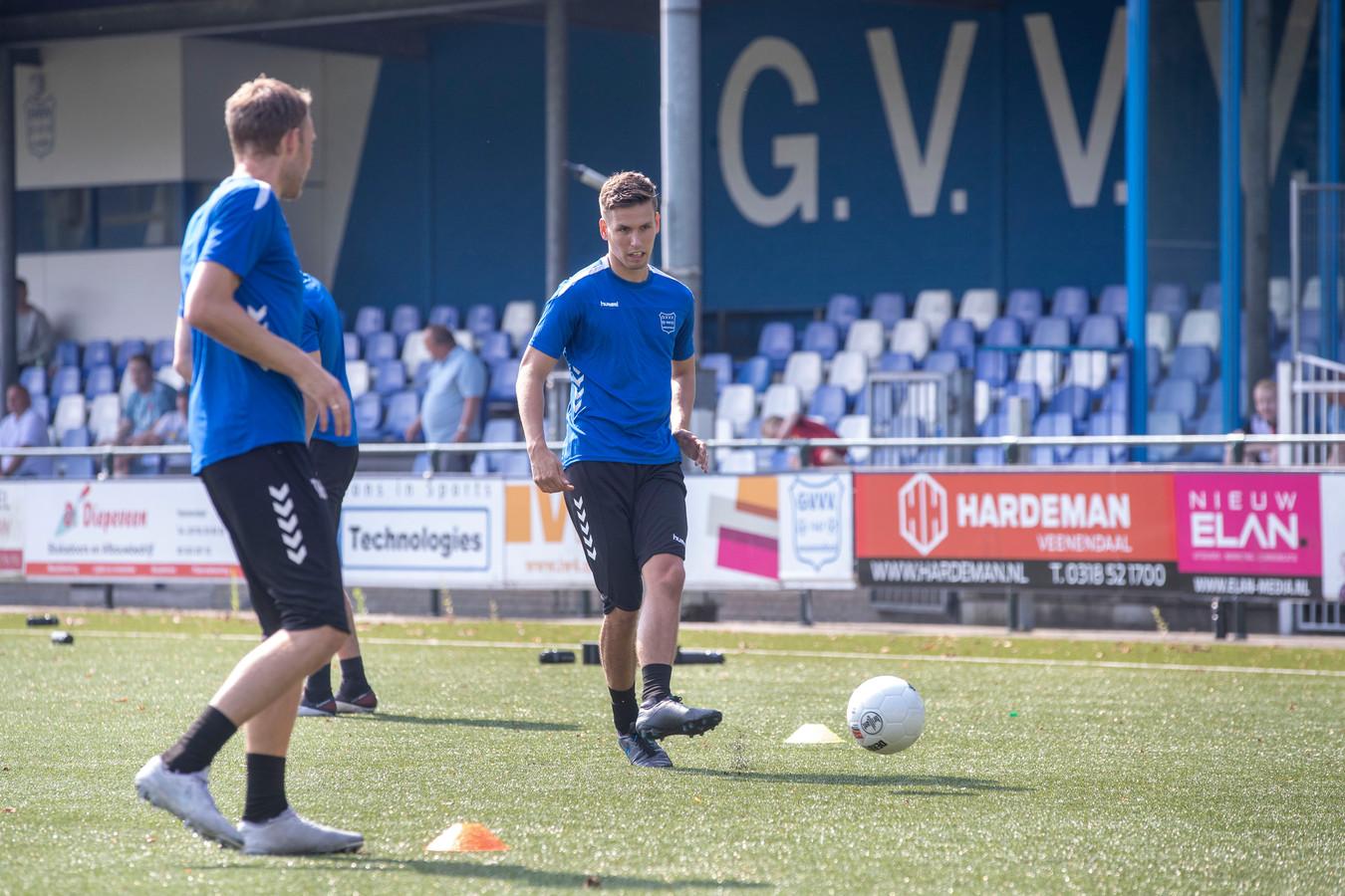 Steven Theunissen (rechts) trainde zaterdag mee bij tweededivisionist GVVV.
