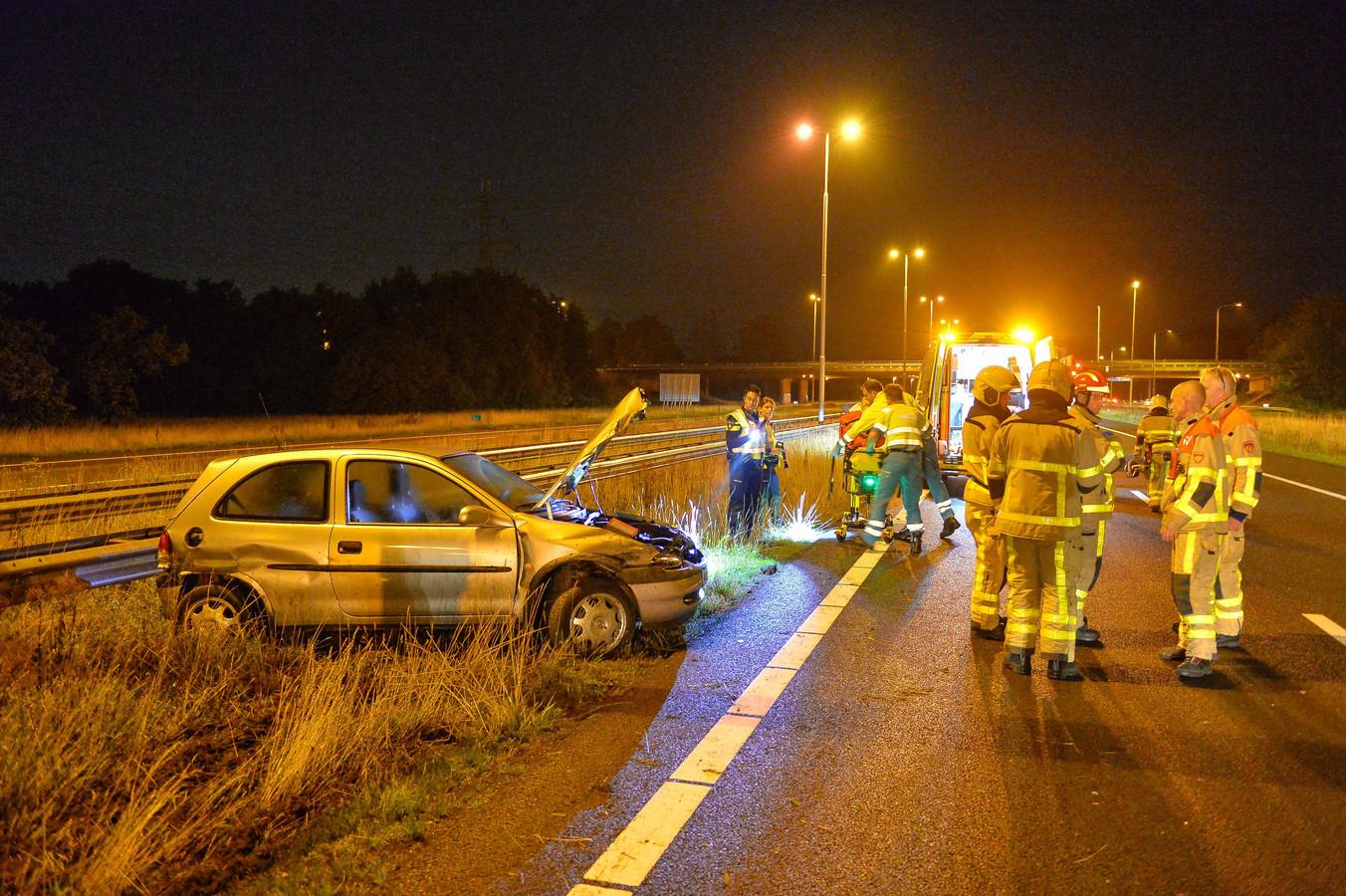 De beschadigde auto na het ongeluk op de A50.