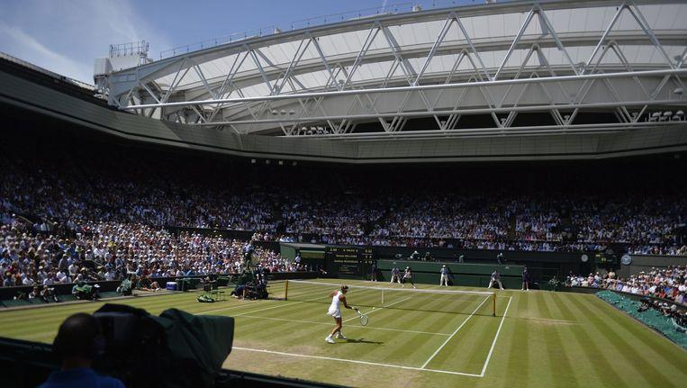 Court 1 op Wimbledon. Ook op het belangrijkste tennistoernooi ter wereld zouden wedstrijden gefixt zijn. Beeld EPA