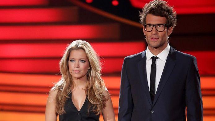 Sylvie van der Vaart (links) en Daniel Hartwich presenteren samen het dansprogramma Let's Dance.