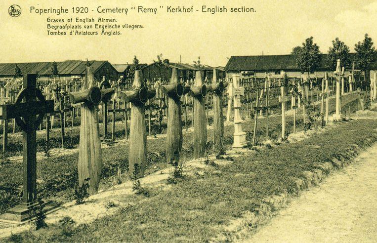 Vijf piloten van het 45ste squadron werden neergehaald door Duitse piloten in maart 1917 en liggen daar begraven.