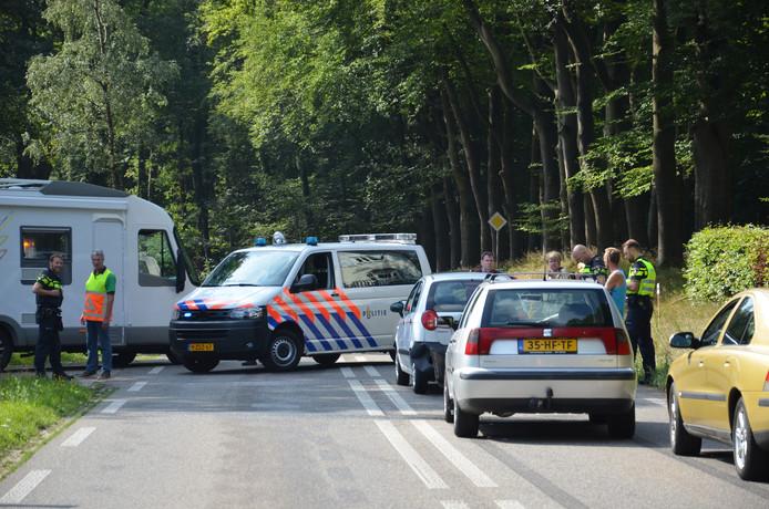De ongevalslocatie op de N312 waar de Hoge Enkweg op de weg Lochem-Barchem uitkomt.