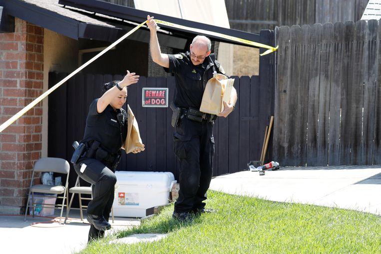 Politie voert een huiszoeking uit bij DeAngelo.