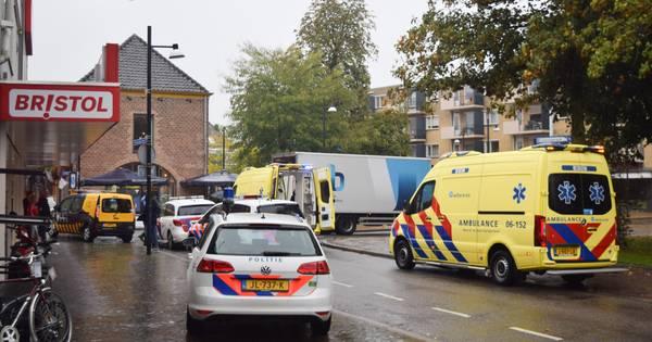 Ernstig ongeluk in Doetinchem: vrouw met rollator zwaargewond door botsing met vrachtwagen.