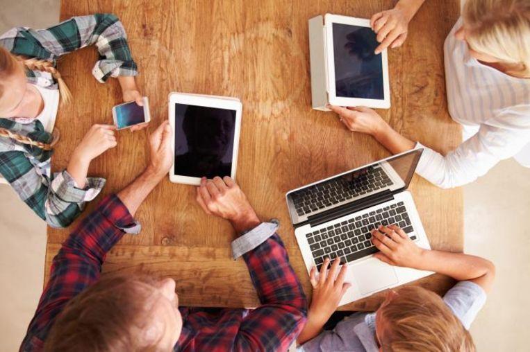 De klassieke digitale kloof tussen jongeren en ouderen is stilaan gedicht.