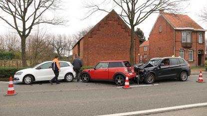 Twee gewonden bij zware kop-staartaanrijding in Potterstraat