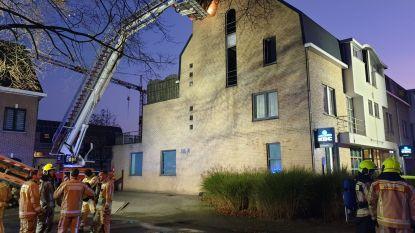 Bewoner loopt brandwonden na brand in flat, buurt start inzamelactie