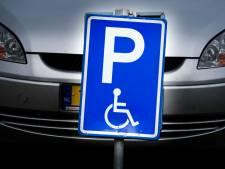 Vrouw gebruikt invalidenparkeerkaart van overleden persoon: boete 380 euro