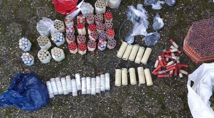 Een deel van het zelf geknutselde vuurwerk dat in Zwolle werd aangetroffen.