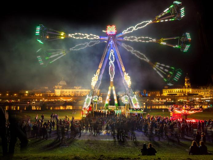 Topper dit jaar is de attractie Monster waarbij de inzittende tot een hoogte van 50 meter rondgeslingerd worden.