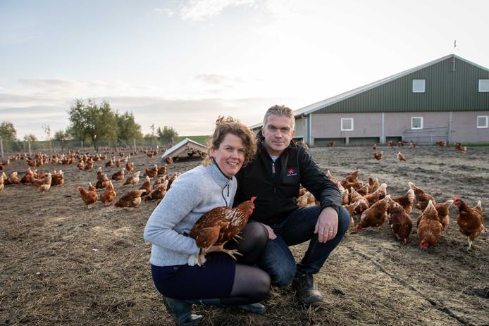 Arjen en Lydia Knulst op hun biologische kippenboerderij in Stavenisse.