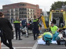 Auto vliegt uit bocht op Vaillantplein, bestuurder gewond