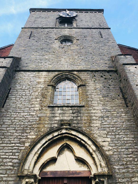 De Sint-Laurentiuskerk is duidelijk aan restauratie toe.