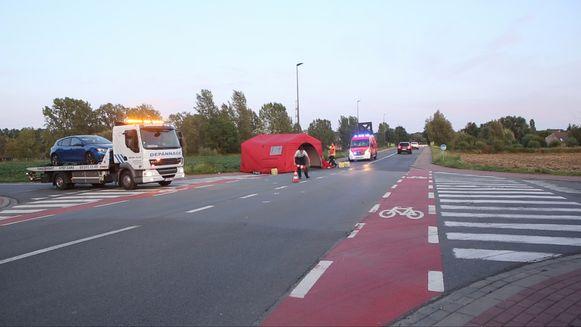 Vermoedelijk sloeg de fietser hier plots linksaf voor de wagen.