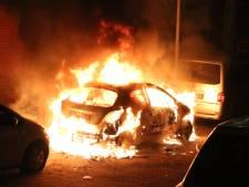 Auto op Govert Flinckstraat volledig uitgebrand