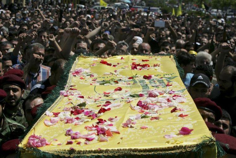 Hezbollah-supporters rouwen om de dood van een van hun strijders. Beeld reuters