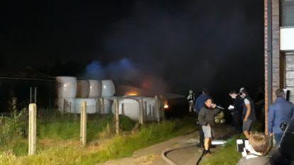 Brandweer moet uitrukken voor brandende balen stro