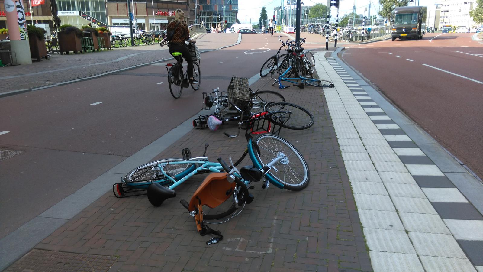 Omgewaaide fietsen in de Utrechtse binnenstad.